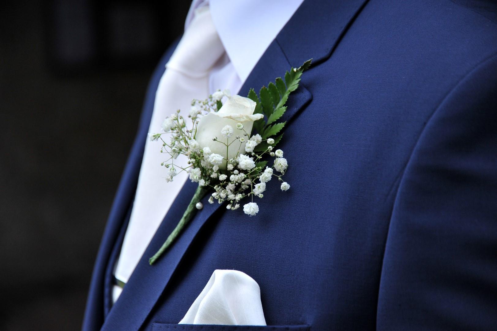 wedding-photographer-yorkshire-buttonhole