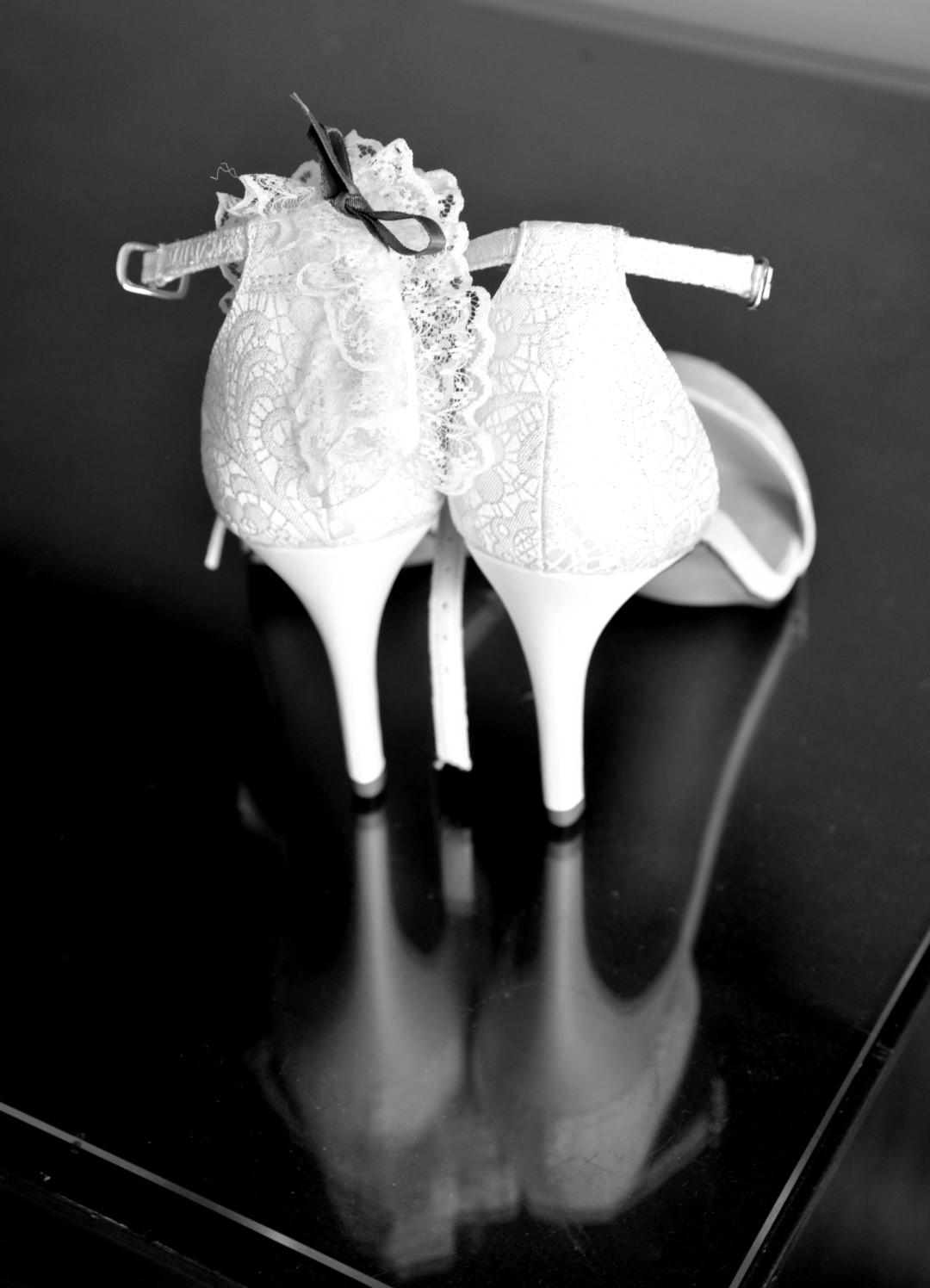 york-wedding-photographer-marriott-hotel-bridal-preps-shoes