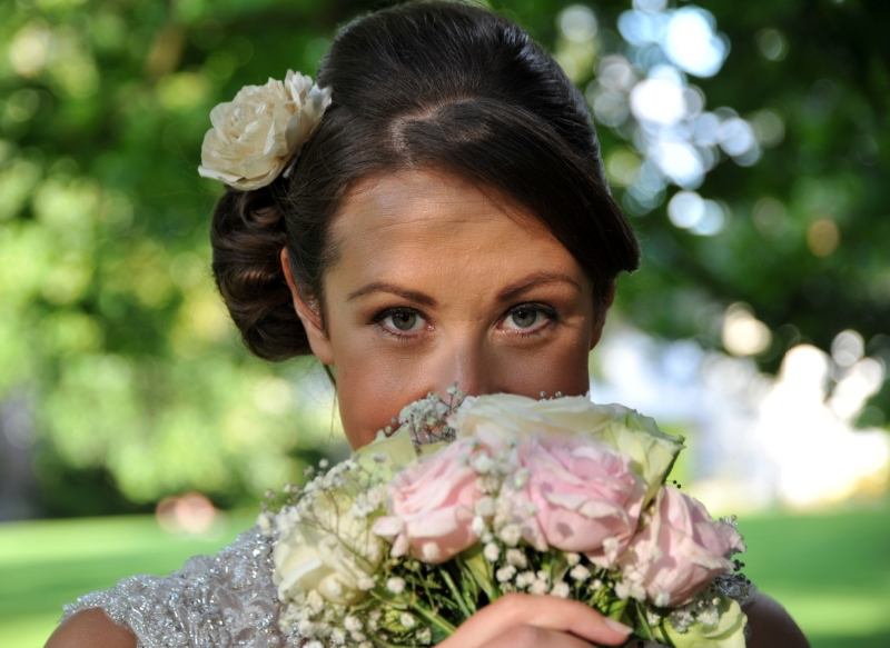bride-smelling-flowers