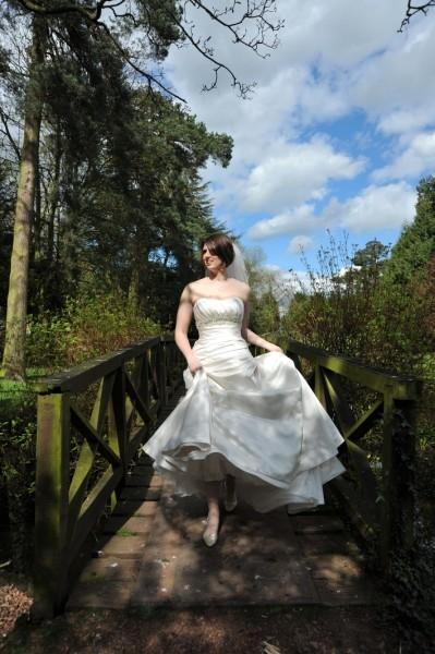 photography-aldwark-manor-bride-bridge